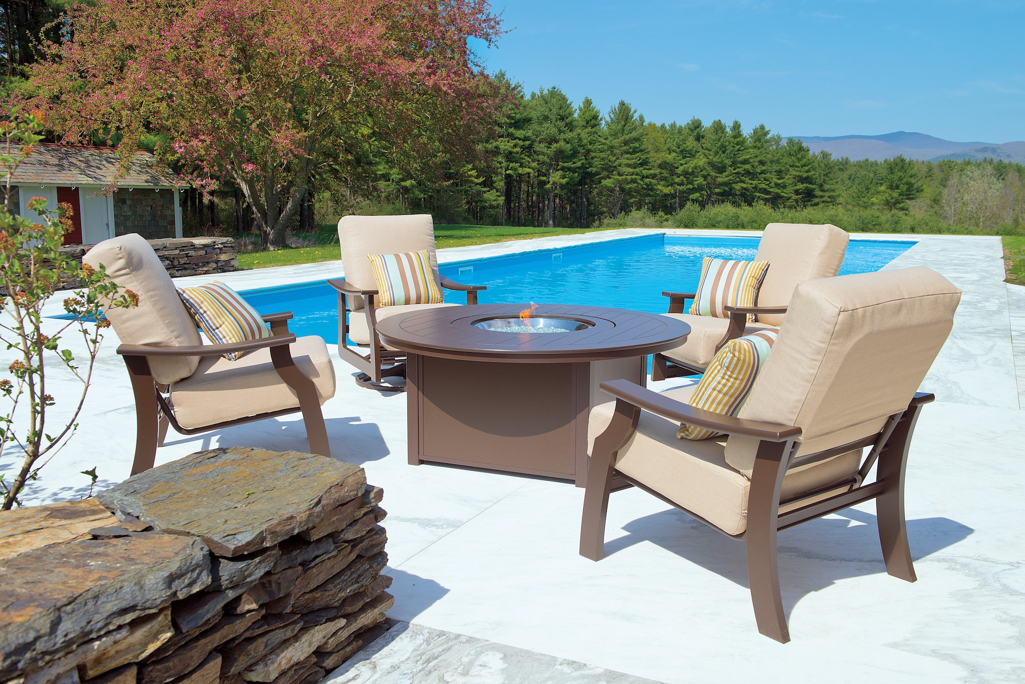 5 Tips To Arranging Your Patio Furniture